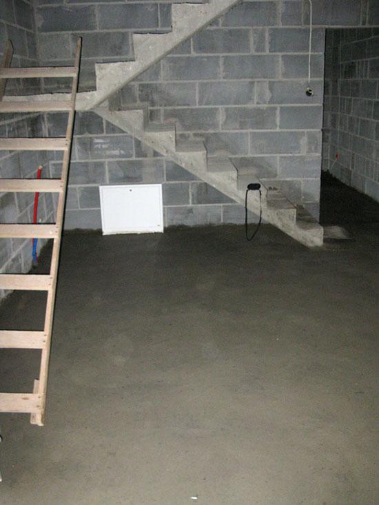WB-3394 wylewka gruba - parter pod schodami