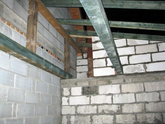 Garaż - wejście nad stropem w kotłowni