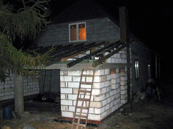 Garaż - wejście i komin