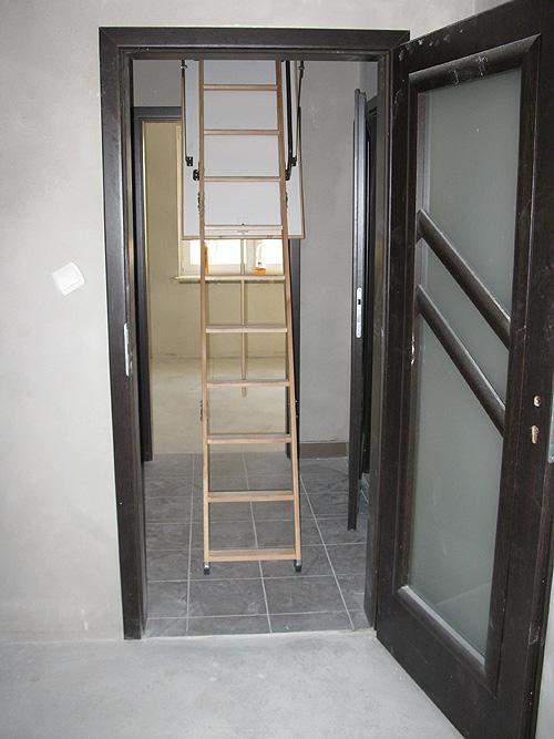Rozłożone schody na strych