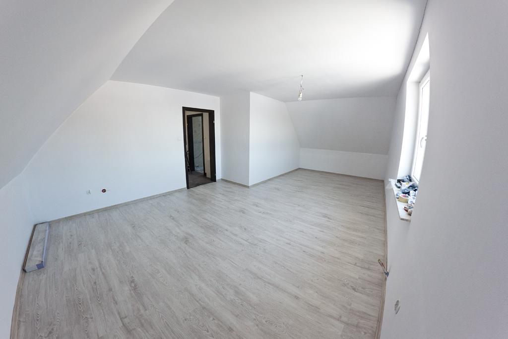 Pokój na piętrze - Panele Artens kaszatan biały
