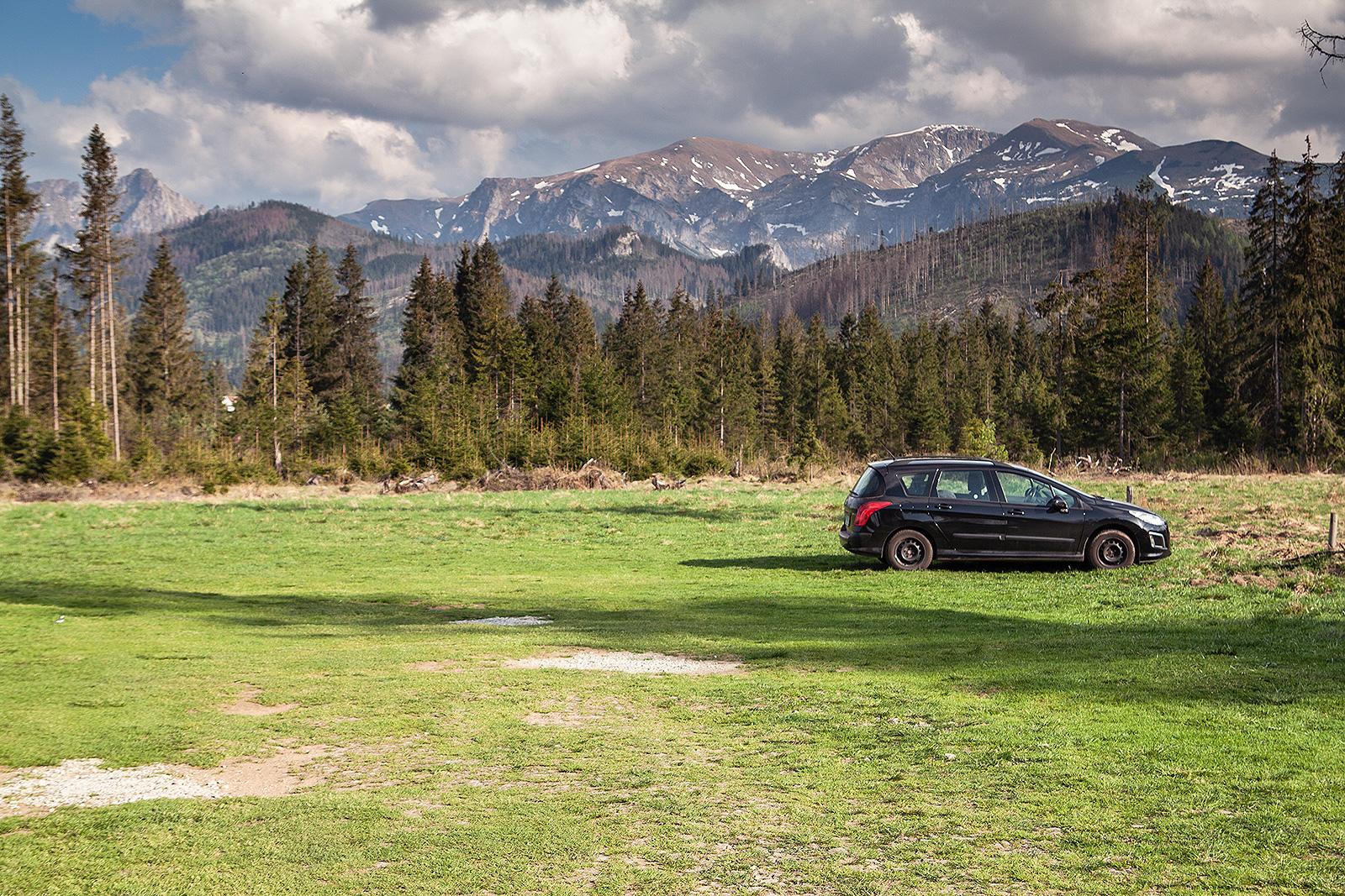Parking w dolinie Chochołowskiej