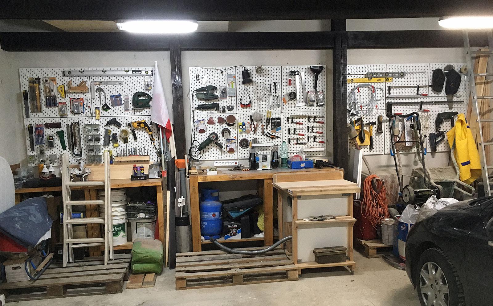 Stół garażowy, ścianka z narzędziami